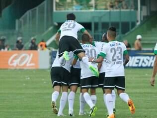 Coxa atropelou o Grêmio neste domingo e favoreceu o Cruzeiro na briga pelo título nacional