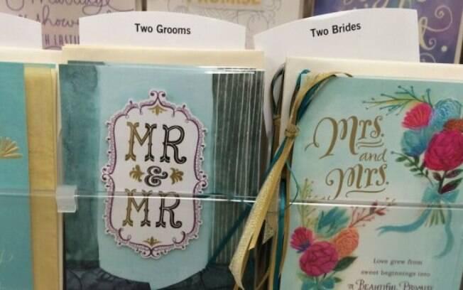 Cartões de congratulação aos noivos gays e noivas lésbicas na livraria de escola mórmon em Utah