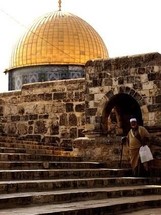 Monte do Templo com Domo da Rocha ao fundo