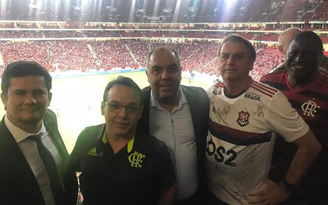 Presidente esteve ao lado do ministro jogo do Flamengo contra o CSA nesta quarta-feira