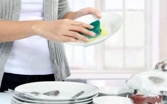 Segundo estudo, lavar louça e outras atividades corriqueiras podem trazer benefícios à saúde