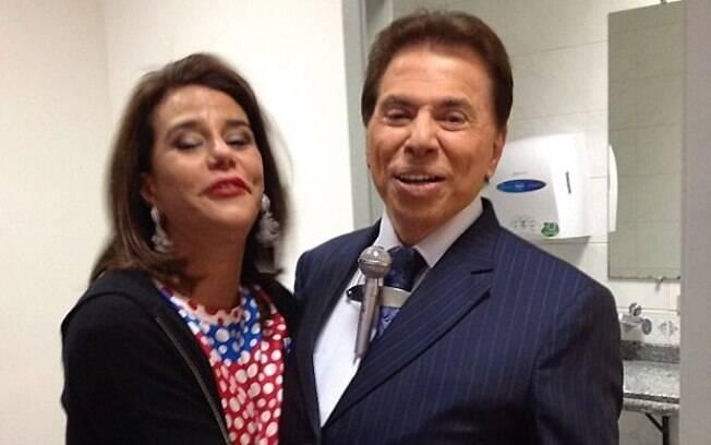Narcisa Tamborindeguy tietou Silvio Santos nos corredores do SBT