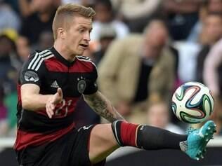 Reus, meia-atacante do Borussia Dortmund, torceu feio o tornozelo esquerdo e teve de sair carregado de campo
