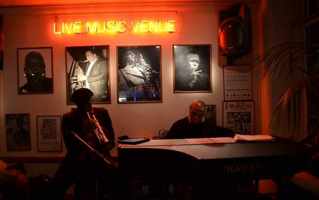 No bairro Soho, visite o tradicional club de jazz Ronnie Scott