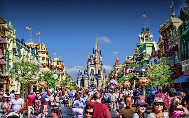 Quem for viajar para a Disney em julho vai precisar de mais paciência para lidar com as filas e a multidão