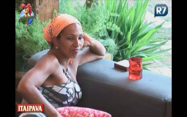 Valesca se confidencia com Joana na varanda da Sede