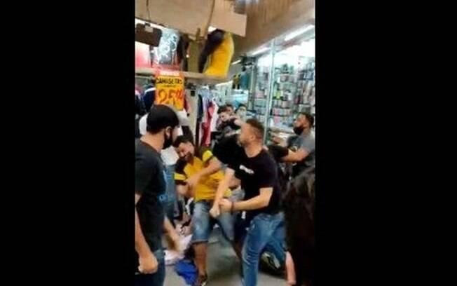 Feirante briga e troca socos com clientes em feira de Brasília