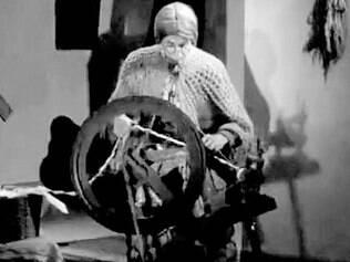 """Cena de """"A Velha a Fiar"""" (1964), um dos curtas mais conhecidos do diretor"""