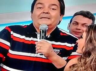 Faustão reclama ao vivo de mosquitos no estúdio da Globo