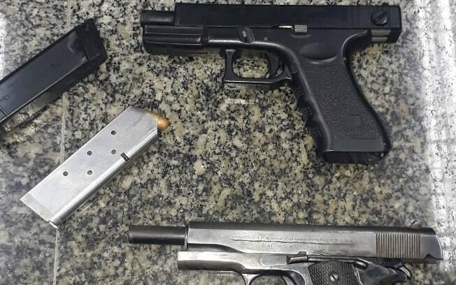 Armas apreendidas com adolescente e homem de 25 anos