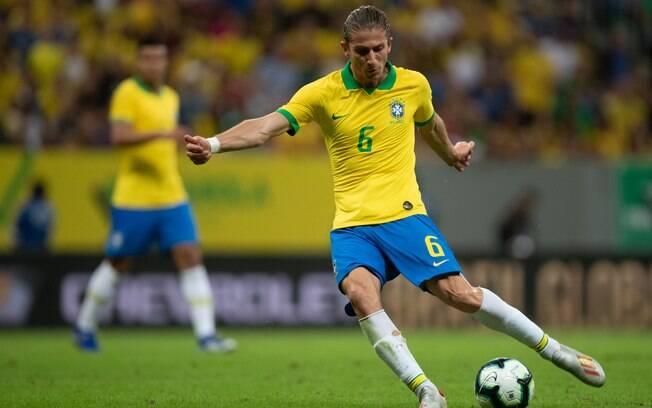 Jornalista crava que Filipe Luís aceitou proposta do Flamengo