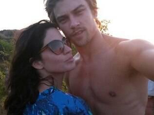 Raphael Sander e Carol Castro nas férias em Fernando de Noronha
