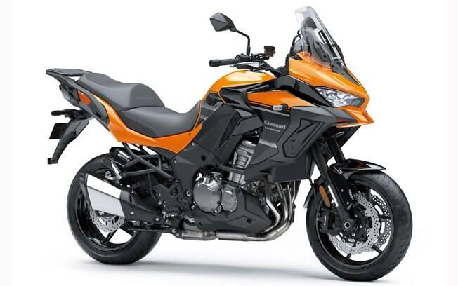 A Kawasaki Versys 1000 Standard, laranja e sem as malas