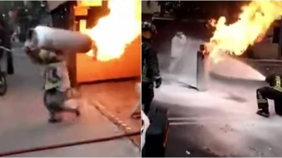 Bombeiro retira botijão de gás durante incêndio