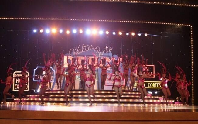 A apresentação da minissérie contou com show de dançarinas de teatro de revista