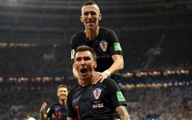 O atacante Mario Mandzukic em ação pela seleção croata na semifinal da Copa do Mundo contra a Inglaterra