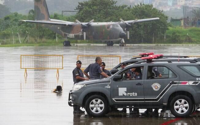 O treinamento foi realizado numa pista de aviação da FAB