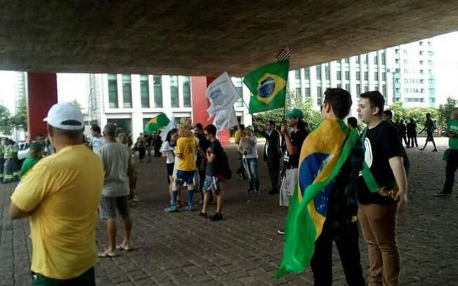 Manifestantes contrários ao petista fazem ato no vão do Masp no dia do julgamento de Lula; houve apoio a Bolsonaro