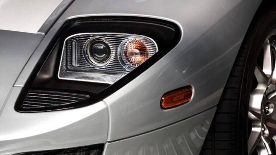 Ford GT: repare que os faróis do superesportivo remetem ao número 100, em alusão ao centenário da fabricante