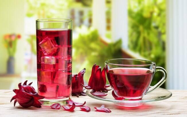 Chá de hibisco é um ótimo diurético e digestivo e pode ser consumido frio ou quente