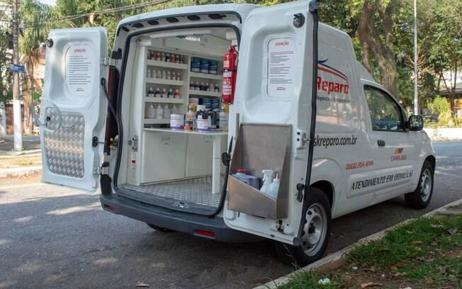 Furgão vai até onde estiver o carro do cliente com todos os itens necessários para os pequenos reparos na funilaria