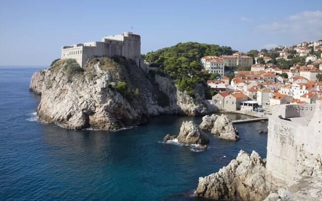 O Forte Lovrijenac visto da cidade murada de Dubrovnik