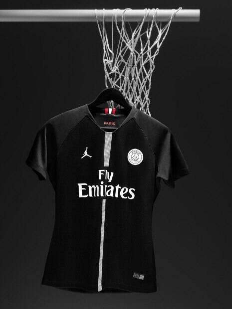 Nova camisa do PSG com o símbolo de Michael Jordan
