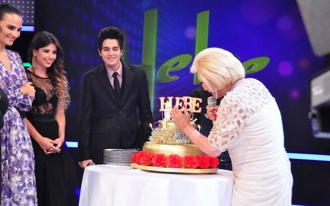 Hebe Camargo recebe o carinho de convidados ilustres