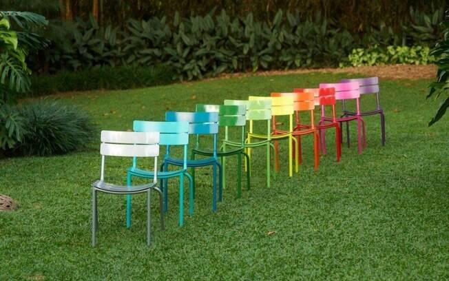 """6 MINUTOS - Não tem lugar para todos na sala? """"Traga as cadeiras da mesa de jantar"""", aponta Robert Robl. Mas só vale se as cadeiras forem descolas"""
