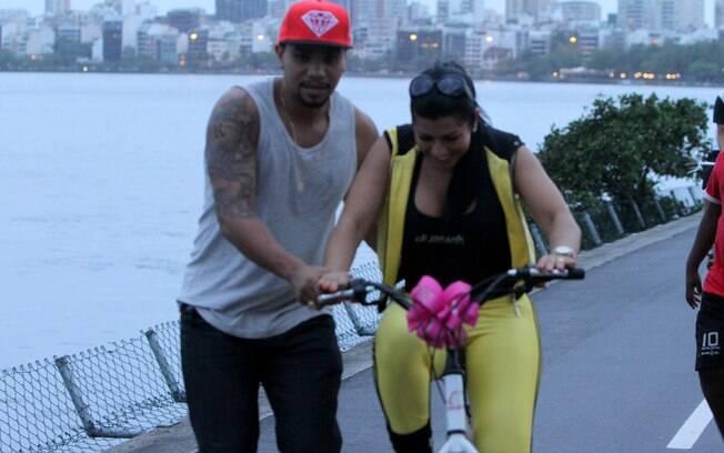 Naldo ensina Mulher Morananguinho a andar de bicicleta