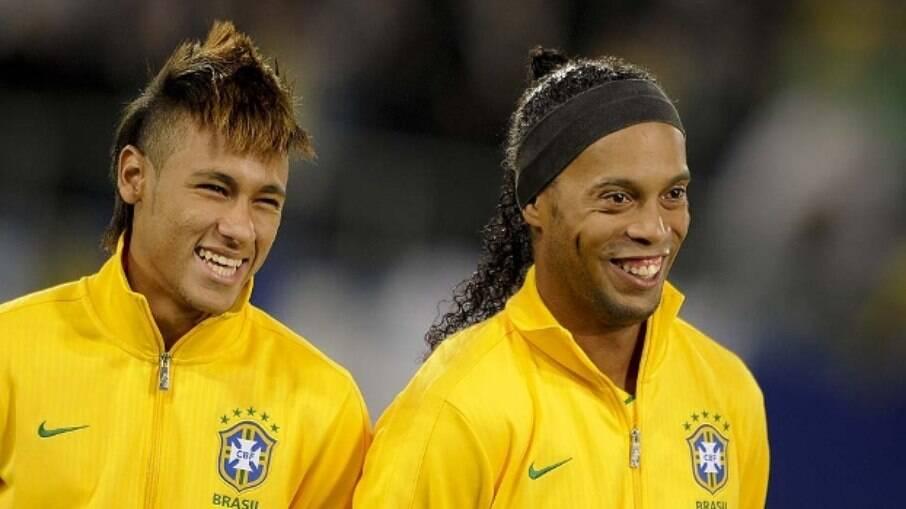 Neymar e Ronaldinho juntos pela seleção brasileira
