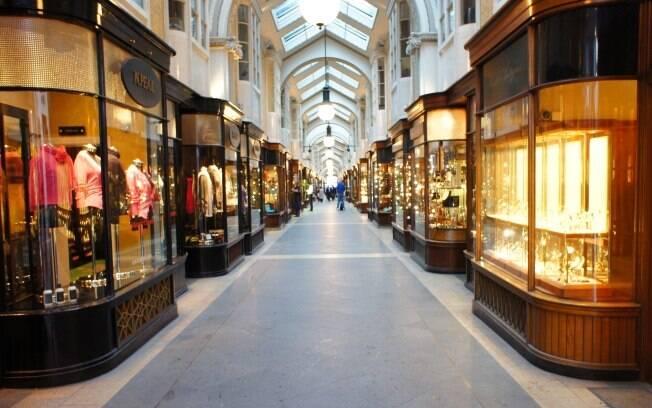 Burlington Arcade: galeria charmosa com lojinhas minúsculas