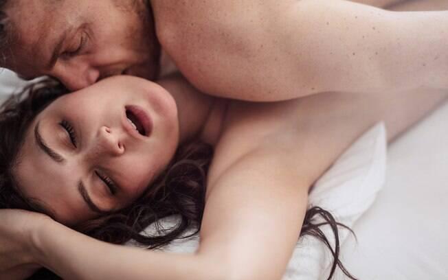Para apimentar a relação sexual e sentir mais prazer na hora do sexo, explorar as zonas erógenas é uma saída