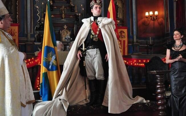 O ator na cena em que foi coroado rei de Brogodó e de Seráfia