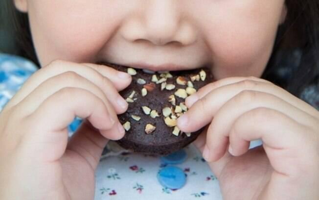 Foram avaliados os hábitos alimentares e a qualidade da função mastigatória de 230 adolescentes entre 14 e 17 anos