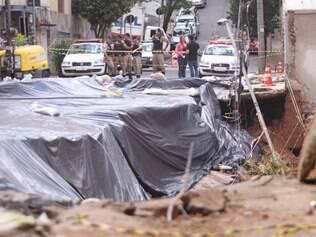 Foto mostra rua Cabo Verde, em 26 de dezembro de 2013, após sofrer erosão