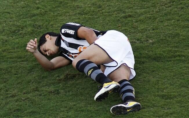 Após sentir lesão, Ganso não resistiu às  dores e teve que deixar a partida