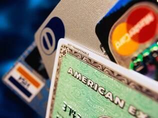 EMV significa Europay, MasterCard e Visa, as empresas que lançaram a tecnologia.