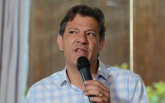 Fernando Haddad e protagonizou uma briga com Carlos Bolsonaro no Twitter