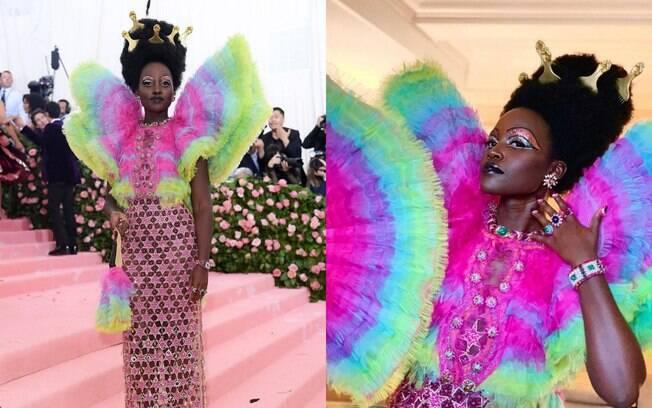 Lupita Nyong'o completa a lista de looks do Met Gala 2019 com um vestido Versace cravejado de pedras e muitas cores