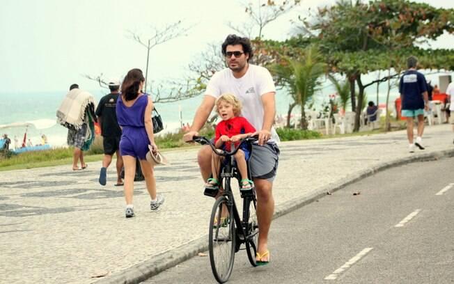 Thiago Lacerda e Gael: passeio no Dia dos Pais