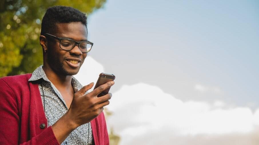 Em pesquisa com dois mil homens gays, 74% afirma preferir utilizar o Grindr, onde a comunicação entre usuários é direta e simplificada