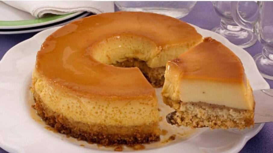 Uma sobremesa diferente, fácil e deliciosa, o pudim de paçoca vai surpreender a todos!