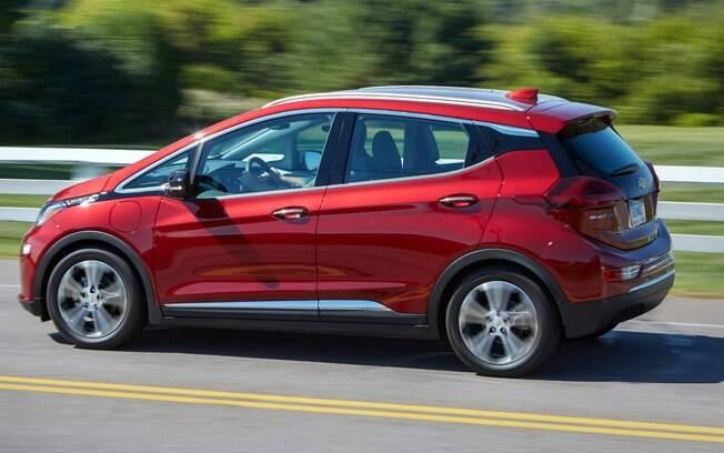 Chevrolet Bolt tem bom desempenho com motor elétrico de 203 cv, potência para acelerar de 0 a 100 km/h em 7 s