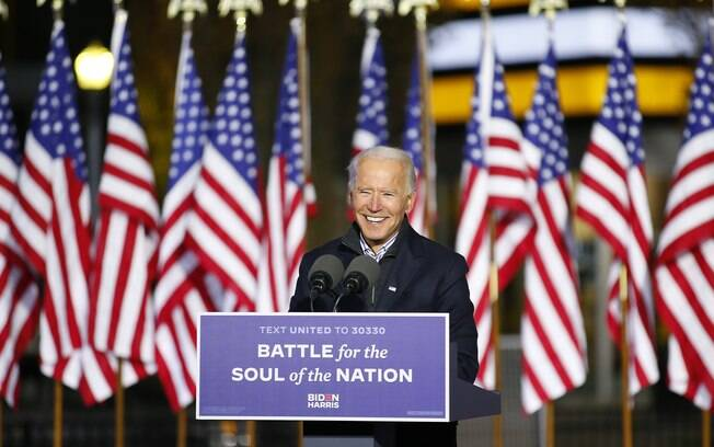 Candidato democrata foi eleito na tarde desta sábado e fez primeiro discurso no final do dia