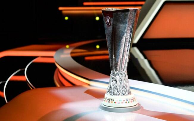 Benfica de Jesus encara Arsenal nas eliminatrias da Liga Europa