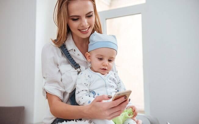Alguns aplicativos permitem que os pais registrem os principais acontecimentos da vida do bebê
