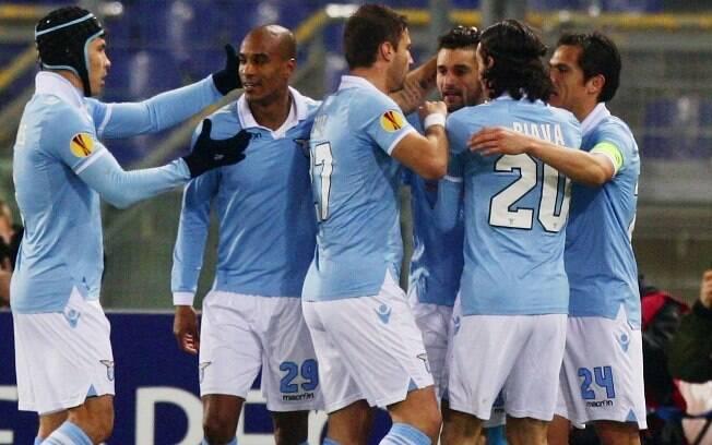 Lazio comemora gol de Candreva: vitória por 2  a 0 classificou italianos diante do  Monchengladbach