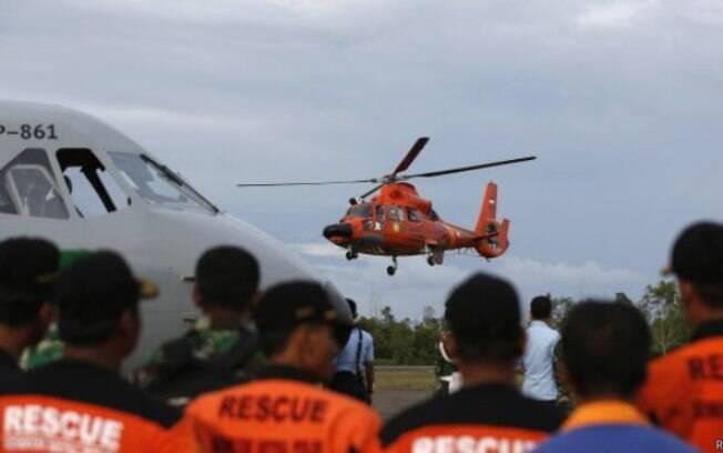 Equipes de buscas demoraram 3 dias para encontrar destroços do voo da AirAsia