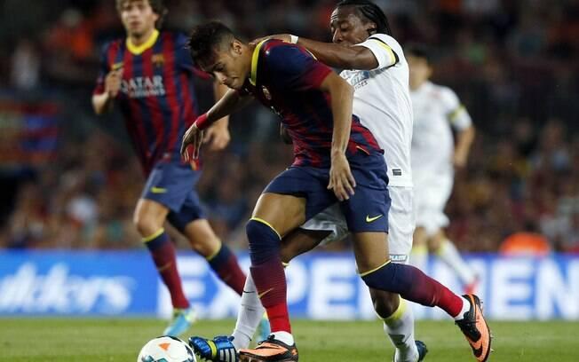 Neymar já aparece no quarto lugar da lista,  recebendo 15 milhões de euros por ano no Barça